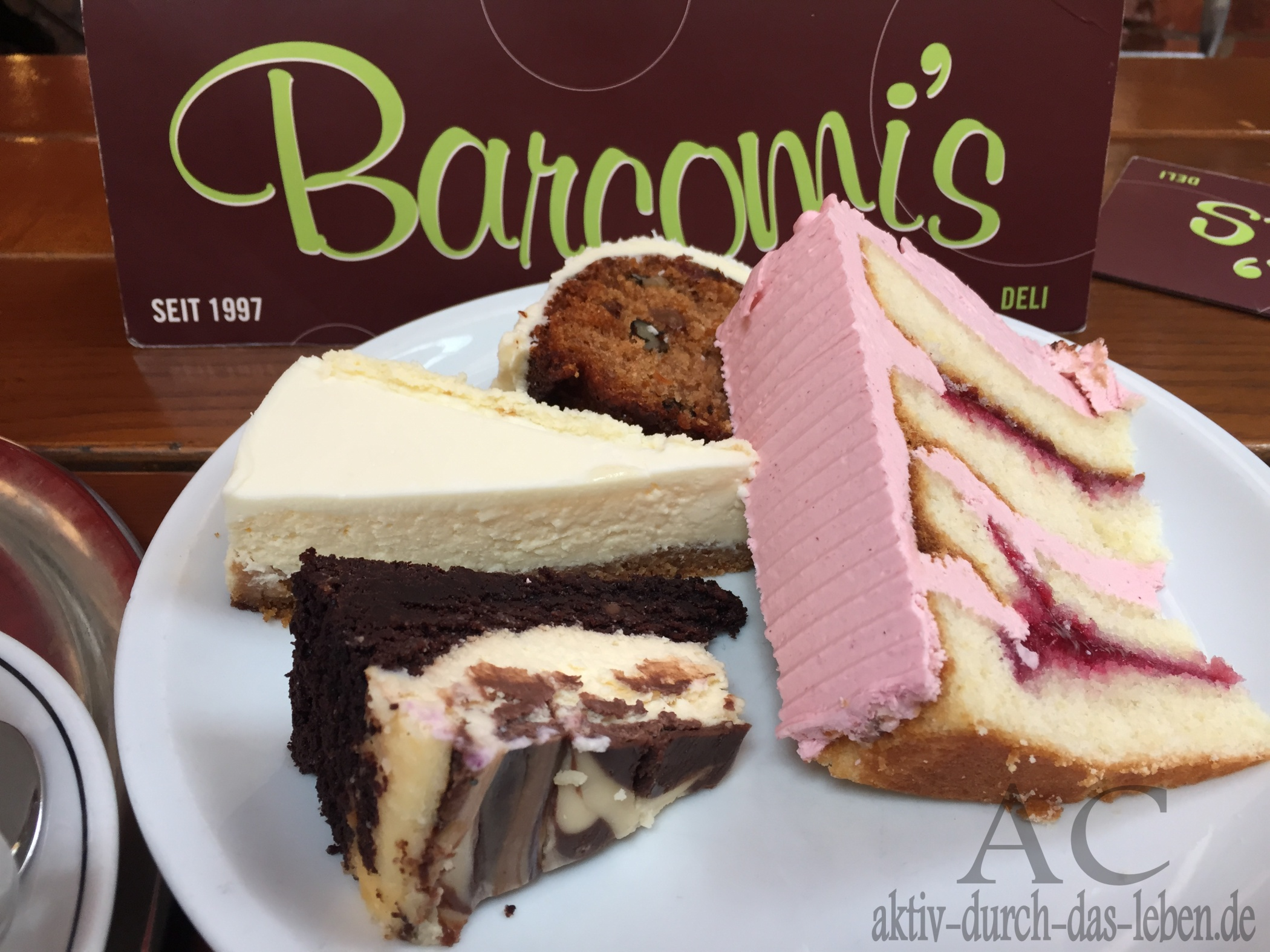 Cheesecake, Carrot Cake, Himbeer Ganache Cake und Brownie Marble Cheesecake